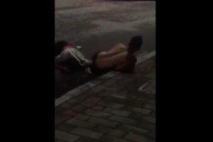 中山东凤和平路口发生一起小车与摩托车碰撞猛烈车祸